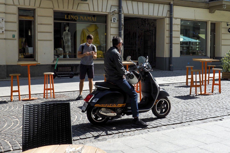 Po 6 valandų praktinio vairavimo mokymosi sulaukę 24 metų amžiaus, turintys 2 metų B kategorijos vairavimo patirtį asmenys galės vairuoti ir lengvąjį motociklą.<br>V.Ščiavinsko nuotr.