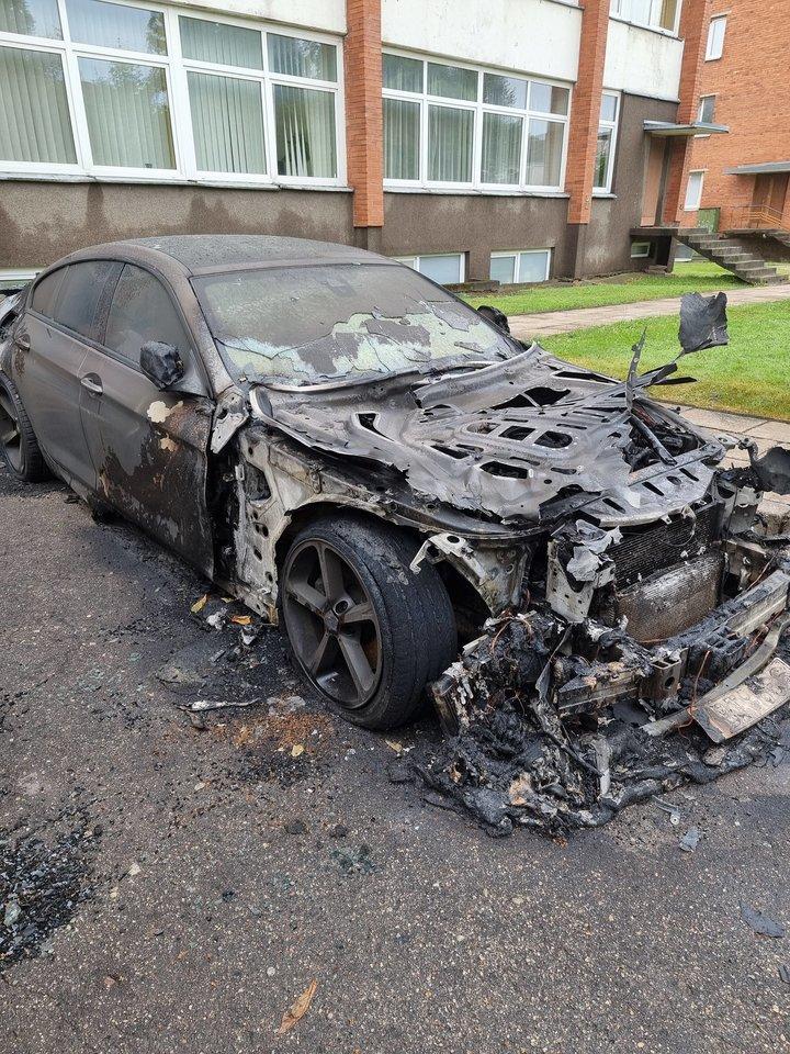 Šiaulietis verslininkas automobiliu BMW 6, iš kurio dabar liko tik degėsių krūva, važinėjo ketverius metus.
