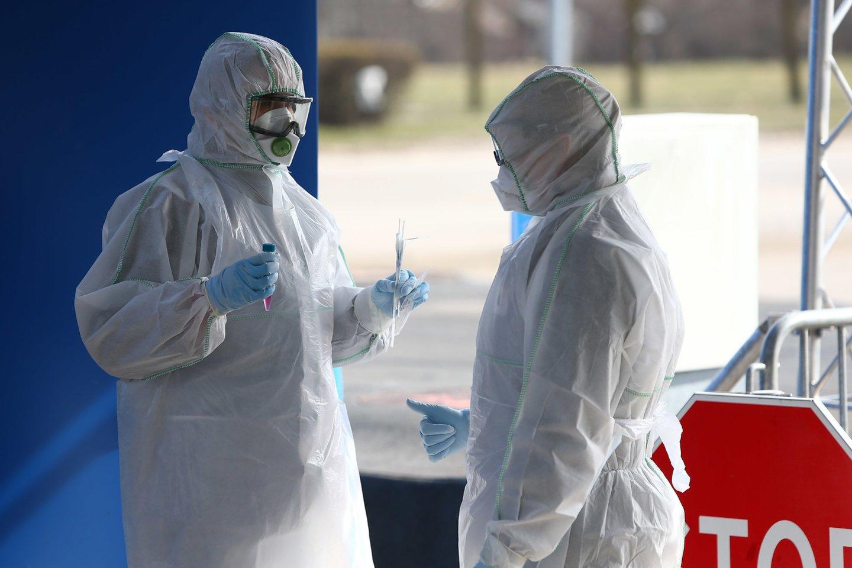 Koronaviruso patikros punktas Šiauliuose. Koronavirusas. Patikra. Reagentai. Pandemija. Infekuoti, infekcija.<br>G.Šiupario nuotr.
