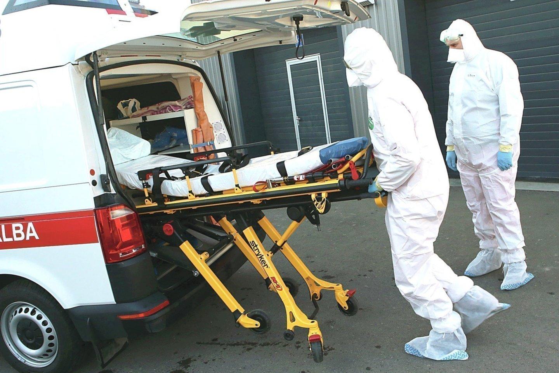 Prieš metus visi koronavirusu užsikrėtę žmonės buvo guldomi į ligoninę, o dabar daugelis šia liga perserga namuose.<br>M.Patašiaus nuotr.