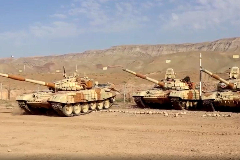 Rusijos tankai, dislokuoti Maskvos bazėje Tadžikistane.<br>TASS/Scanpix nuotr.