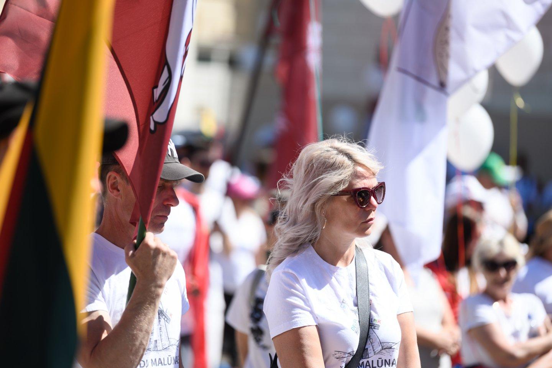 """""""Šeimų maršo"""" aktyvistai organizuoja dar vieną protestą: šį kartą priešinsis privalomam testavimui ir skiepijimui.<br>V.Skaraičio nuotr."""