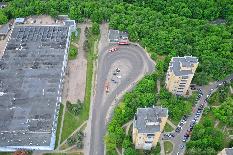 Automobilių stovėjimo vietų trūkumas daugiabučių gyventojams sukelia nemažai problemų.<br>A.Vaitkevičiaus nuotr.