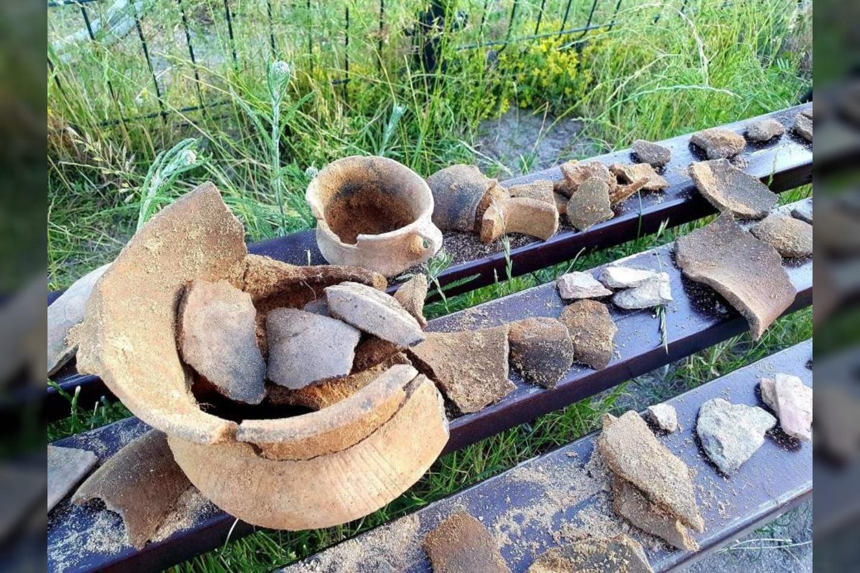 Ekspertai mano, kad radinys siekia dar bronzos amžiaus laikus ir yra kilęs iš Lužitėnų kultūros, maždaug 1100-700 m. pr.m.e<br>zarynaszemiasto.pl nuotr.