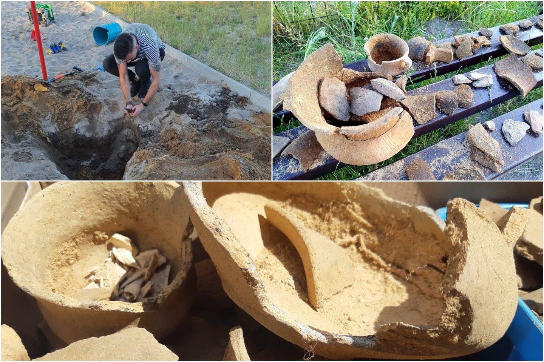 Pietvakarinėje Lenkijos dalyje vaikai, žaidimo aikštelėje žaisdami smėlyje, aptiko senovinę urną su žmogaus palaikais.<br>zarynaszemiasto.pl nuotr.