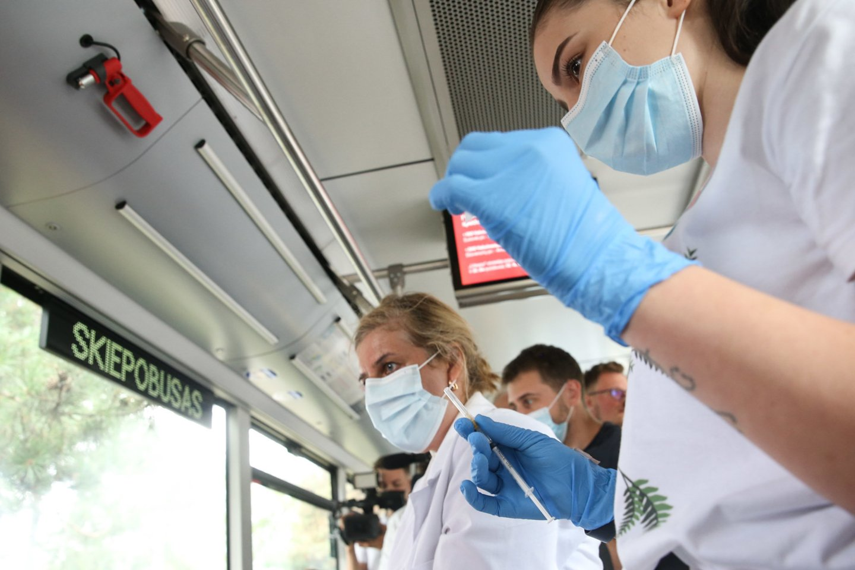 Neapsisprendusiųjų dėl skiepų nuo koronaviruso nuomonei pakeisti Sveikatos apsaugos ministerija inicijuoja naują viešinimo kampaniją.<br>R.Danisevičiaus nuotr.
