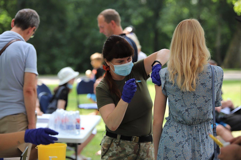 Neapsisprendusiųjų dėl skiepų nuo koronaviruso nuomonei pakeisti Sveikatos apsaugos ministerija inicijuoja naują viešinimo kampaniją.<br>Kauno rajono savivaldybės asociatyvi nuotr.