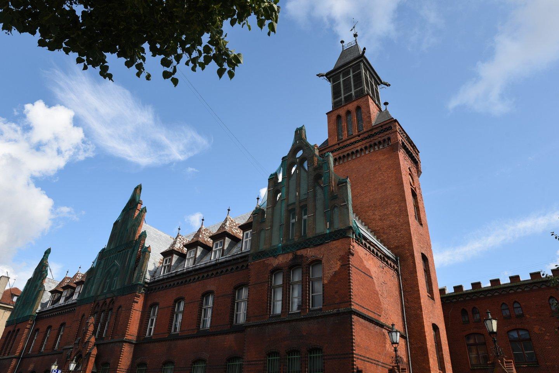 Klaipėdos centrinio pašto kompleksas gali tapti kelias epochas reprezentuojančiu objektu, pritraukiančiu miestiečius ir turistus savo architektūra, įvairių kultūrų įtakos požymiais bei išskirtiniu objektu – kariljonu.<br>Ingridos Mockutės-Pocienės nuotr.