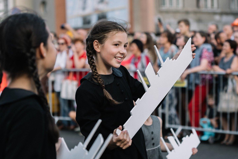 Nuo didžiosios Jūros šventės eisenos iki gražiausių muzikinių akordų ir įspūdingo fejerverko – penktadienį švenčiame su Klaipėdos uostu.<br>Organizatorių nuotr.