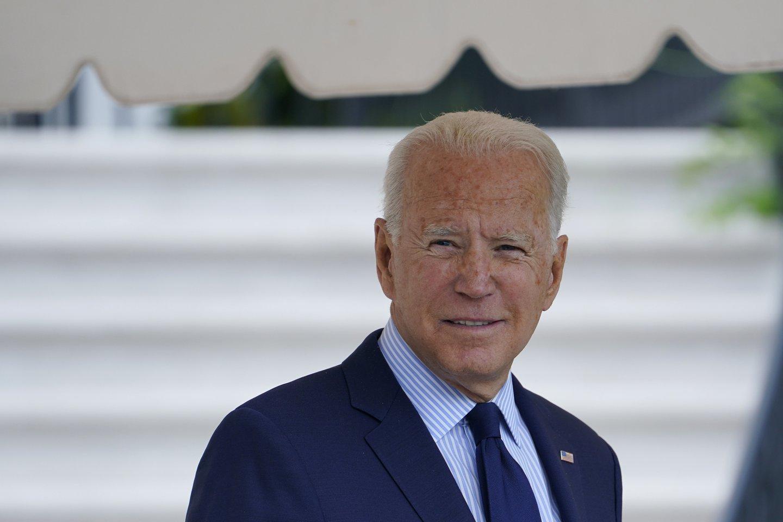 J. Bidenas rugpjūčio 30-ąją Baltuosiuose rūmuose priims Ukrainos prezidentą V. Zelenskį.<br>AP/Scanpix nuotr.