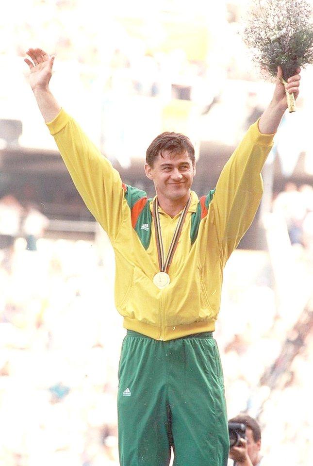 Nepriklausomos Lietuvos sportininkai – olimpiniai čempionai : 1992 m. – R.Ubartas (nuotr.), 2000 m. – D.Gudzinevičiūtė, 2000 m. ir 2004 m. – V.Alekna, 2012 m. – L.Asadauskaitė ir R.Meilutytė.<br>Nuotr. iš LR archyvo