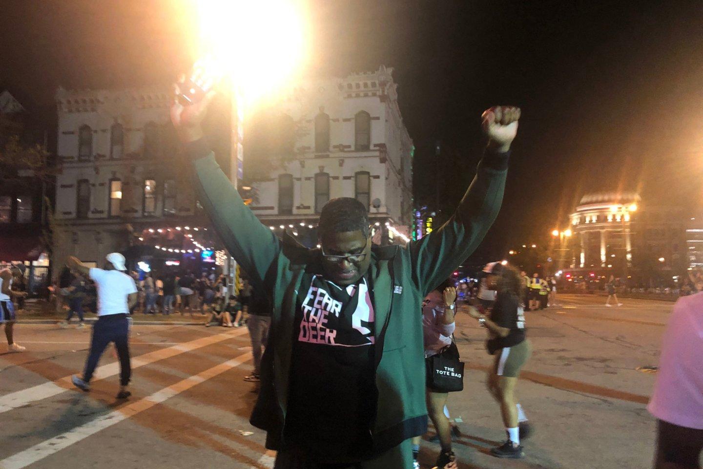 Po NBA finalo Milvokio centre aidėjo šūviai.<br>AFP/Scanpix nuotr.