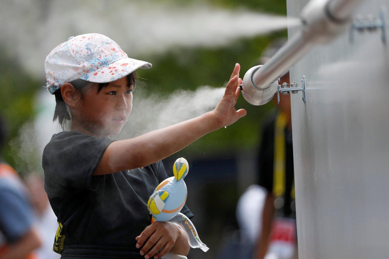 Dulksną pučiantis aparatas Tokijuje.<br>Reuters/Scanpix nuotr.