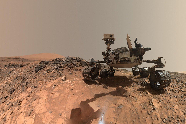"""Marsaeigis""""Curiosity"""" tyrinėja Geilo kraterį, kuris kažkada buvo ežeru.<br>NASA nuotr."""