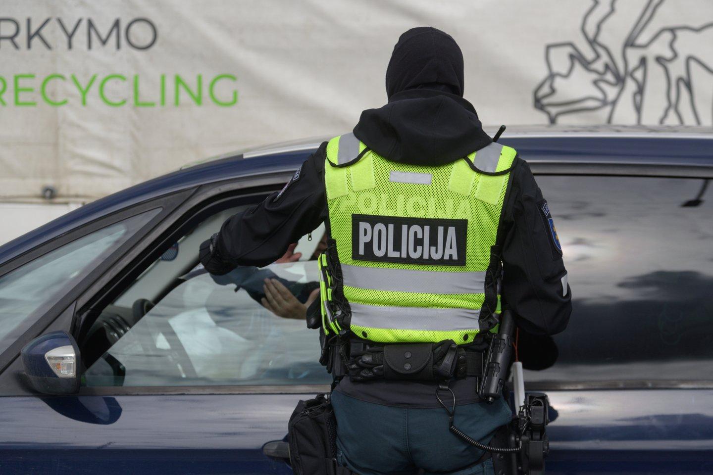 Pareigūnai dažnai ragina vairuotojus pranešti apie kitų padarytus pažeidimus keliuose.<br>V.Skaraičio nuotr.