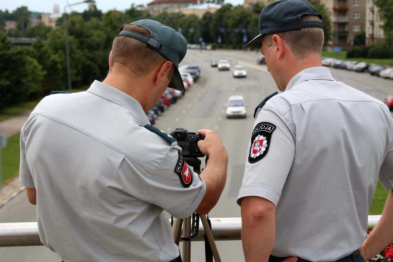 Pareigūnai dažnai ragina vairuotojus pranešti apie kitų padarytus pažeidimus keliuose.<br>M.Patašiaus nuotr.