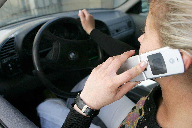 Pareigūnai dažnai ragina vairuotojus pranešti apie kitų padarytus pažeidimus keliuose.<br>T.Bauro nuotr.