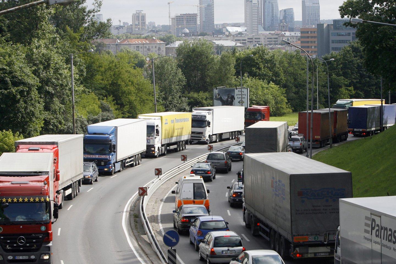 Lietuvos automobilių kelių direkcija iki 2022 metų pabaigos ketina sukurti ir įdiegti elektroninę kelių rinkliavų sistemą.<br>R.Neverbicko nuotr.