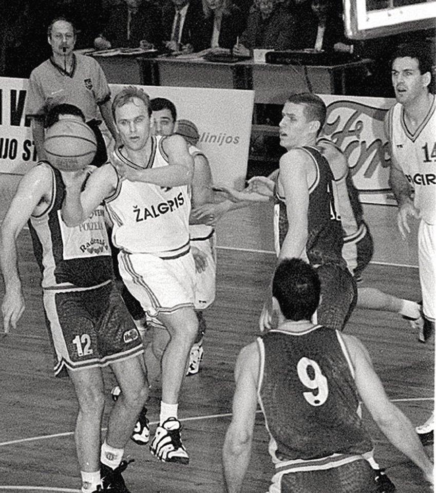 """Žaisdamas """"Žalgiryje"""" D.Sirtautas patyrė daug įsimintinų akimirkų, su šia komanda laimėjo Europos taurę, o su buvusiais bendražygiais iki šiol palaiko puikius santykius.<br>""""Zalgiris.lt"""" nuotr."""