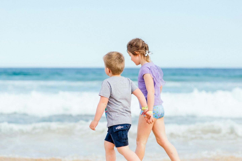 """Geriausia prevencija apsauganti vaikus nuo skendimo – jų mokymas plaukti ir saugiai elgtis vandenyje.<br>""""Unsplash"""" nuotr."""