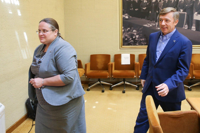Valstiečių šešėlinis kabinetas siūlo partijai pasirašyti susitarimą dėl švietimo.<br>R.Danisevičiaus nuotr.