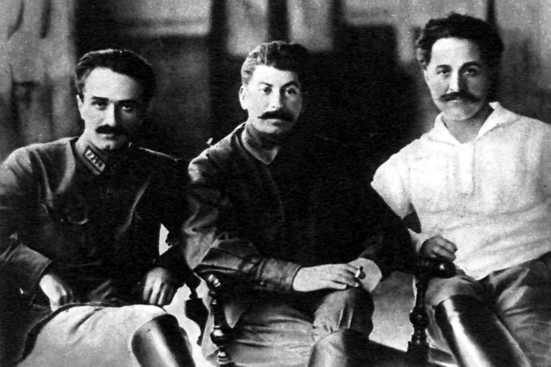 Stalinas ir jo artimi bendražygiai Anastasas Mikojanas ir Sergo Ordžonikidzė Tbilisyje, 1925 m.<br>Wikimedia commons