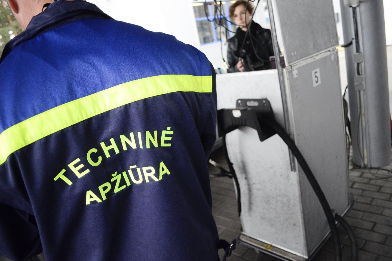 219 eurų – tiek pinigų išleido Ukmergės gyventojas autoservise vien dėl to, kad techninės apžiūros atstovai nesugebėjo pateikti detalios informacijos.<br>J.Stacevičiaus nuotr.