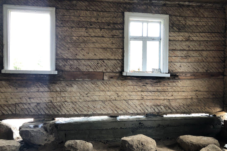 Pasaulį išmaišęs, Kretoje, Egipte, Turkijoje ir, žinoma, Vilniuje ilgą laiką gyvenęs kelionių vadovas, istorikas Rolandas Pupinis galiausiai grįžo į Pakruojo rajoną, Gataučių kaimą.<br>Asmeninio archyvo nuotr.