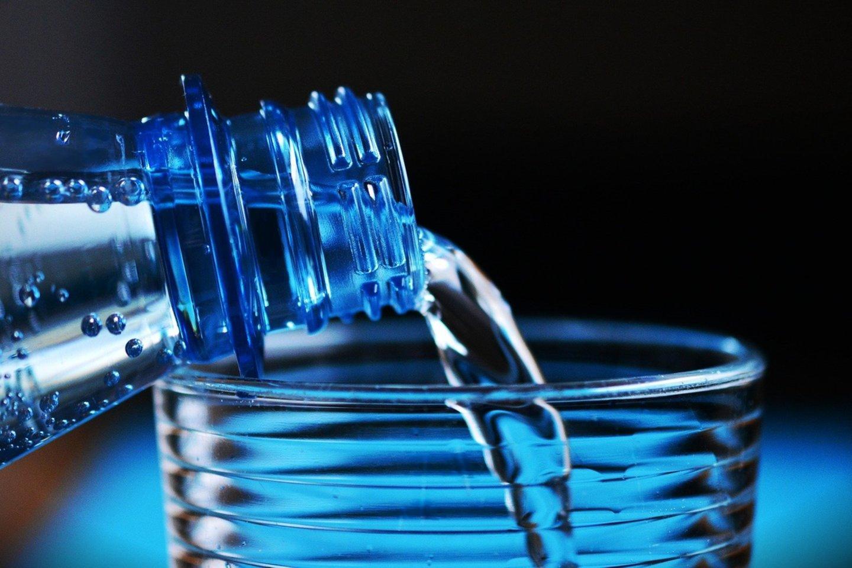 Buvo tikrintas mineralinio vandens asortimentas parduotuvėse, internetinėje prekyboje bei paimti mėginiai iš gamintojų.<br>Pixabay nuotr.