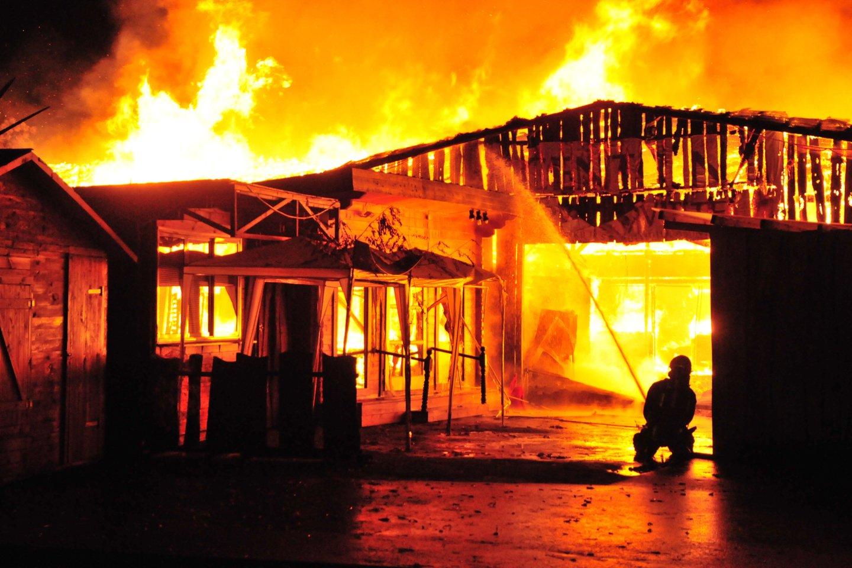 Ugniagesių pajėgos įvairiuose Lietuvos vietose gesino gaisrus ūkininkų sodybose.<br>A.Vaitkevičiaus asociatyvi nuotr.