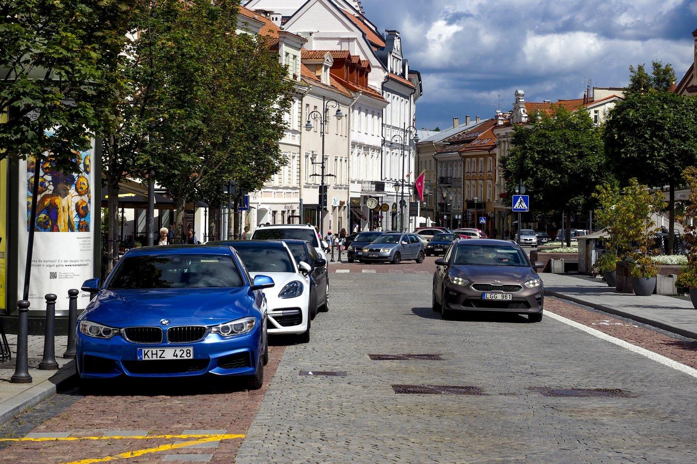 Ne vienas kritikuoja Vilniaus senamiestyje įvestą kilpinį eismą.<br>V.Ščiavinsko nuotr.
