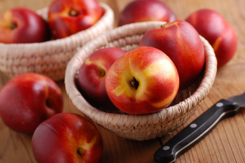 Dėl didelio gerųjų medžiagų kiekio tiek persikai, tiek nektarinai pasižymi puikiomis antioksidacinėmis savybėmis.<br>123rf nuotr.