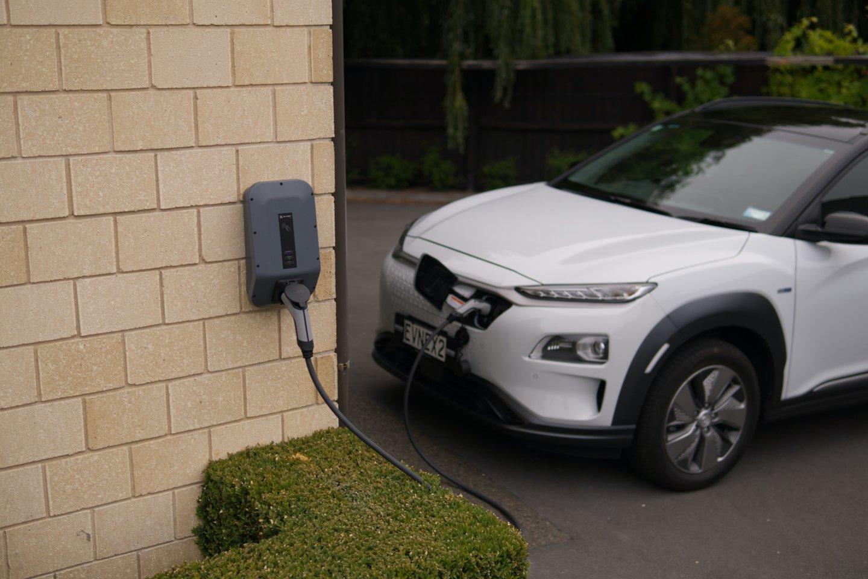 Padvigubėjo naujų elektra varomų transporto priemonių pardavimai.<br>www.unsplash.com nuotr.