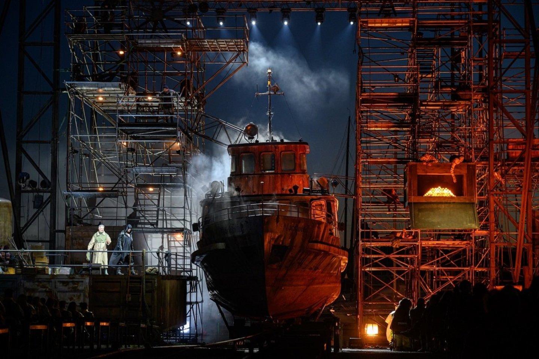 """Laivas """"Nordwind"""" operoje""""Skrajojantis olandas"""".<br>M.Aleksos nuotr."""