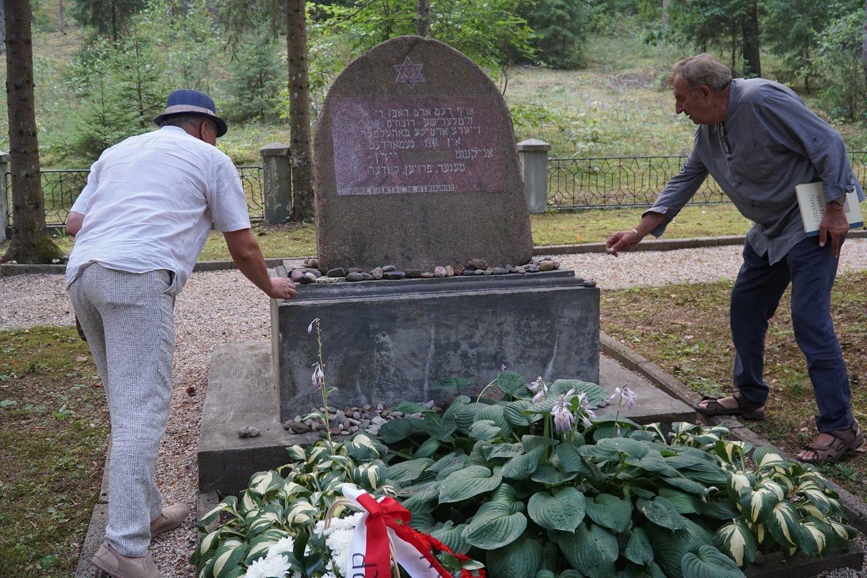 Anykščiuose pagerbtas prieš 80 metų sunaikintos miesto žydų bendruomenės atminimas.<br>Organizatorių nuotr.