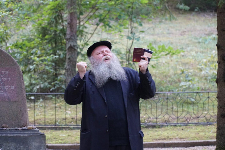 Šmuelis Jatomas – Anykščių žydų bendruomenės atminimo renginyje dalyvavo Vilniaus choralinės sinagogos kantorius Š.Jatomas.<br>Organizatorių nuotr.