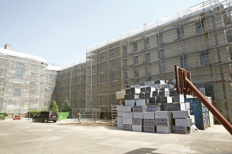 S.Dariaus ir S.Girėno gimnazija atnaujiną savo fasadą. Planuojama, kad darbai bus baigti dar šiais metais.