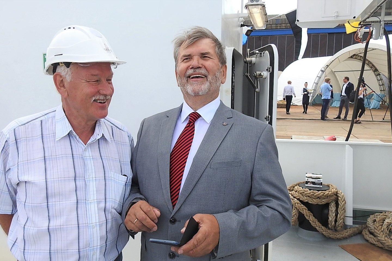 Buvęs ilgametis Baltijos laivų statyklos vadovas Viktoras Stulpinas (kairėje) ir Lietuvos laivų statybos ir remonto asociacijos vykdantysis direktorius Viktoras Čepys.<br>G.Pilaičio nuotr.