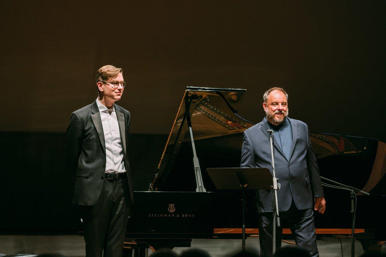 M.Goerne (dešinėje) ir V.Olafssonas lyg vienu atokvėpiu atliko F.Schuberto ir J.Brahmso dainų programą.<br>Rengėjų nuotr.