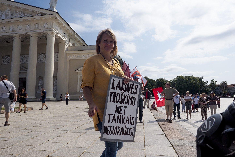 Vilniuje vyksta protestas prieš vakcinaciją ir testavimą, teko įsikišti policijai.<br>V.Ščiavinsko nuotr.