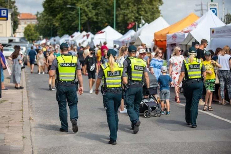 Užregistruoti pranešimus apie nusikalstamas veikas bei pasitikrinti blaivumą Jūros šventės dalyvai gali jos teritorijoje.<br>Klaipėdos AVPK nuotr.