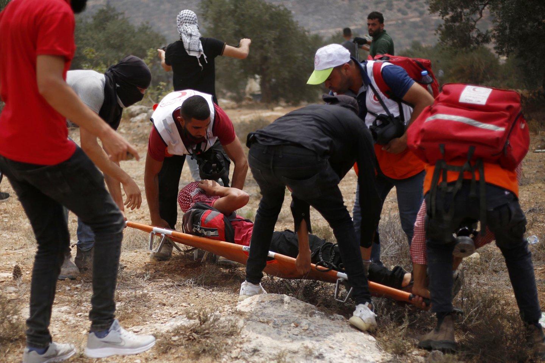 Vakarų Krante po susirėmimų su Izraelio kariais gyvybės neteko palestinietis.<br>ZUMA Press/Scanpix nuotr.