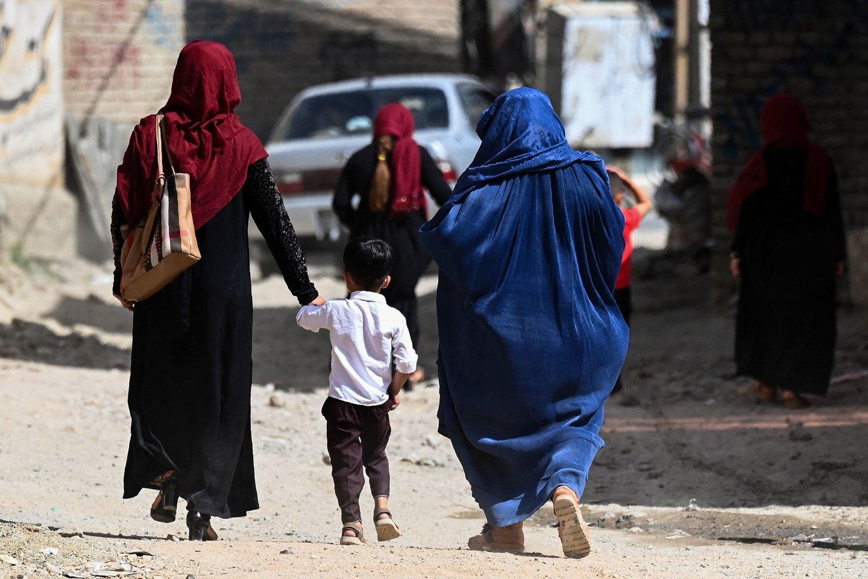 Afganistano vyriausybė paskelbė naktinę komendanto valandą beveik visoje šalyje.<br>AFP/Scanpix nuotr.