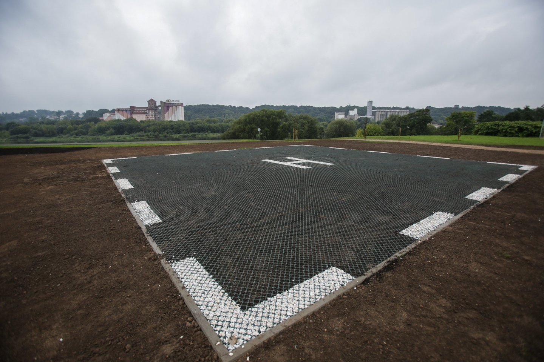 Valstybės saugumo departamentas (VSD) ieško rangovų, kurie galėtų įrengti sraigtasparnių nusileidimo aikštelę prie departamento pastato sostinės Pilaitės mikrorajone.<br>G.Bitvinsko asociatyvioji nuotr.