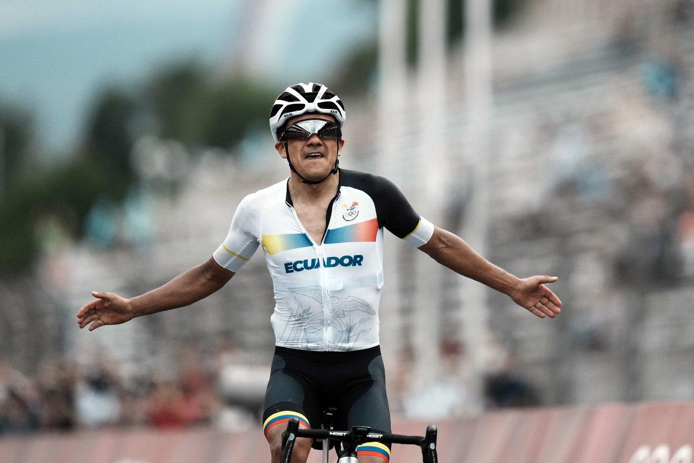 Dviratininkas R.Carapazas laimėjo aukso medalį Ekvadorui.<br>AP/Scanpix nuotr.