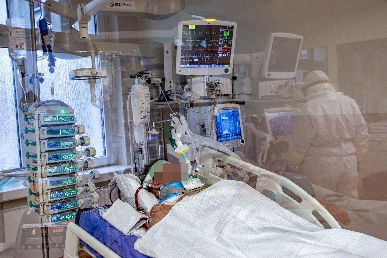 Pagal pandemijos skaičius pirmoje vietoje tebėra Jungtinės Valstijos, kur iš viso nustatyta 34 430 608 užsikrėtimo ir 610 850 mirties atvejų.<br>V. Balkūno asociatyvioji nuotr.