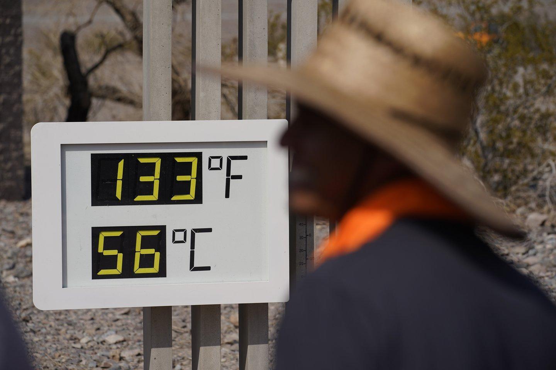 """Mokslininkai skambina pavojaus varpais dėl rekordus gerinančių karščių.<br>AP/""""Scanpix"""" nuotr."""