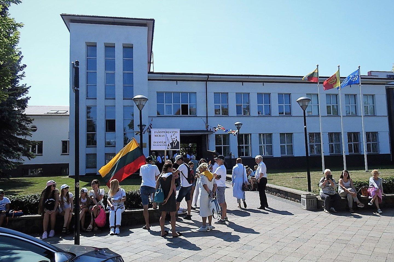 Pilietinė akcija prie Lietuvos aukštosios jūreivystės mokyklos.<br>G.Pilaičio nuotr.