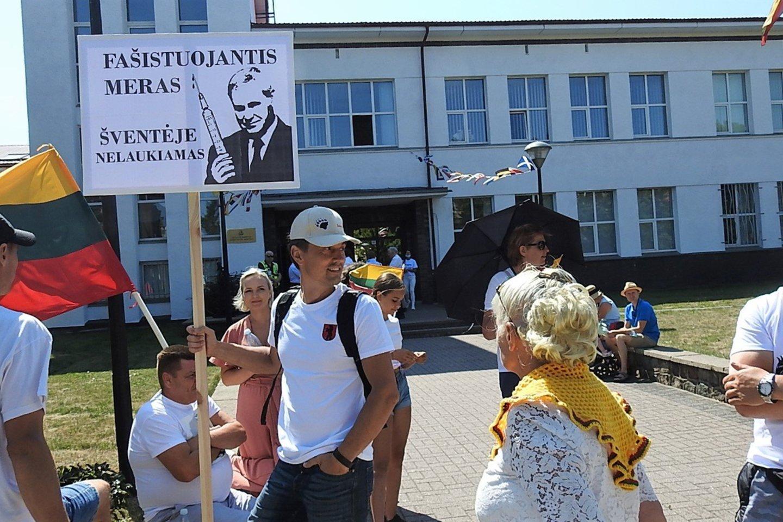 Griežtas protestuotojų atsakas merui V.Grubliauskui.<br>G.Pilaičio nuotr.