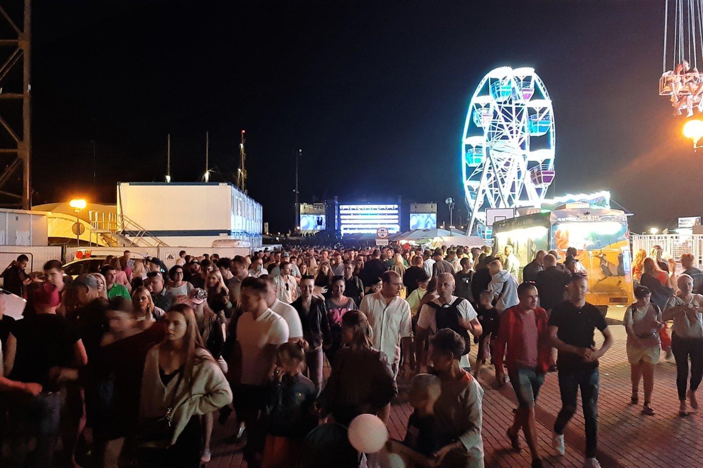 M.Mikutavičiaus koncertas į Kruizinių laivų terminalą sutraukė minias žmonių.<br>G.Pilaičio nuotr.